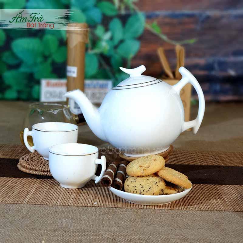 ấm trà miếng bánh