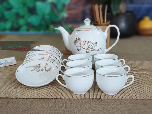 Bộ trà chỉ vàng vẽ hoa sen